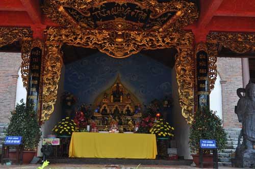 Un magnifique autel dans la pagode Yên Tử.