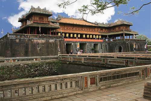 Porte du Midi de la citadelle royale de Huế.