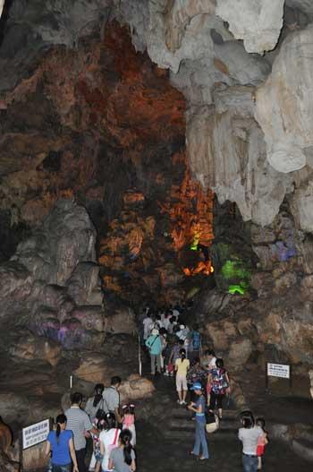 La grotte Thiên Cung (Palais Céleste).