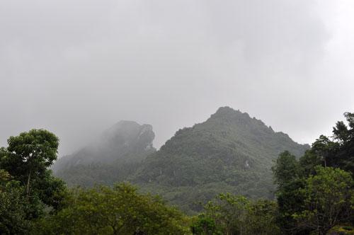 Le Mont Hàm Rồng (Bouche du Dragon).