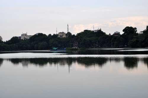 Le lac de l\'Epée Restituée (Hoàn Kiếm).