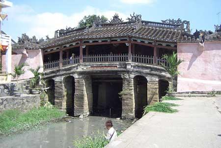 Pont Chùa Cầu.