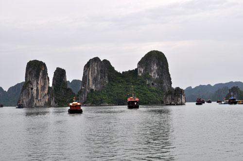 Ilots rocheux de la baie d\'Hạ Long.