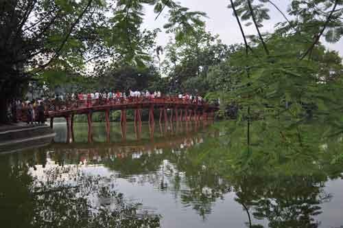 Le pont Thê Húc.