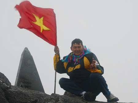 Trương Hoàng Phương durant son ascension à la conquête du sommet du Fansipan, le toit de L'Indochine, à 3.143 m d'altitude.