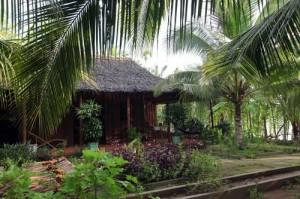 Cette charmante paillotte couverte de feuilles de palmiers d'eau est l'une de nos adresses Homestay.