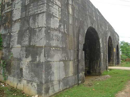 Porte du Sud de la citadelle de la dynastie Hồ.
