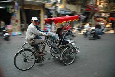 A bord de votre cyclo, appréciez le magnifique panorama des villes touristiques comme Hô Chì Minh Ville, Hanoi et Huế.