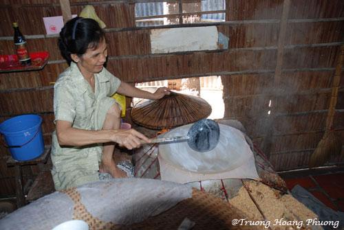 Fabrication des galettes de riz.