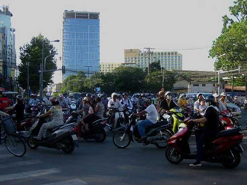 Vous serez à coup sûr étonné de voir des centaines de motocyclistes qui foisonnent les rues aux heures de pointes.