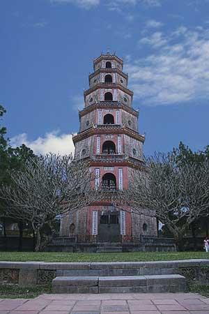 La pagode Thiên Mụ (Dame céleste).