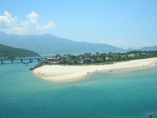 La magnifique plage de Lăng Cô.