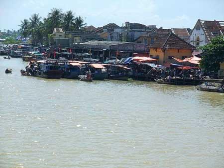 La rivière Thu Bồn.