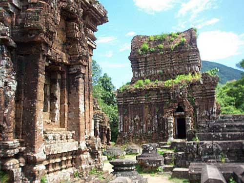 Un des temples du sanctuaire de Mỹ Sơn.
